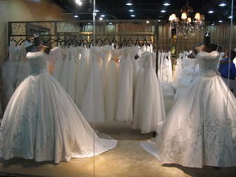 Guangzhou wedding street interpreter database guangzhou wedding street is one of the biggest wedding stuff shopping places of china and the biggest distributor of wedding dresses in guangdong province junglespirit Images